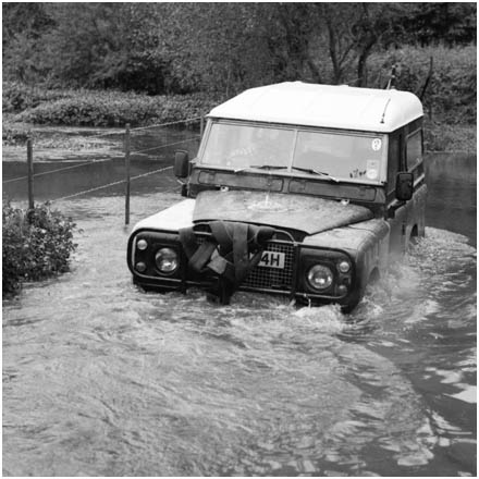 Land Rover swimming
