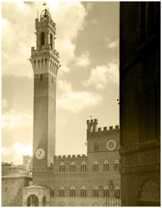 Torre del Mangia which dominates Piazza del Campo in         Sienna