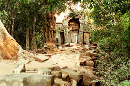 One last look behind as I leave       Ta Prohm across its ruined causway